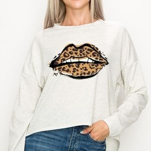 Tops - Leopard Lip Graphic High Low Top